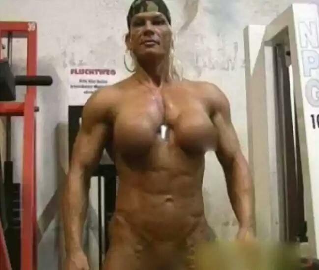 一年的力量训练肌肉线条太明显