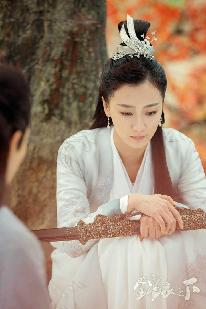 如何评价任嘉伦与谭松韵主演的《锦衣之下》?图片