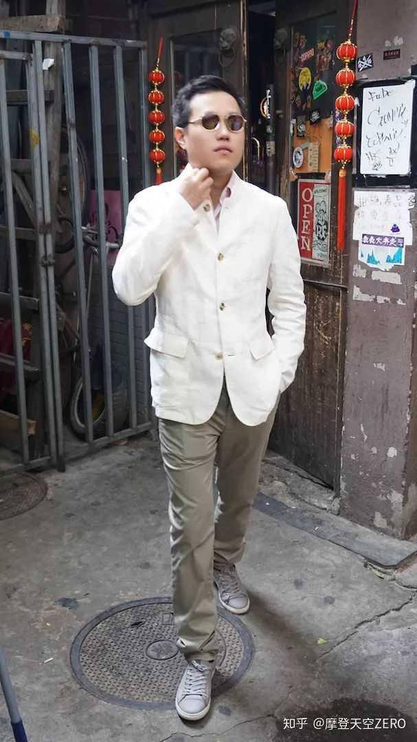 刘虹位:private white v.c.外套  anglo-italian衬衣裤子