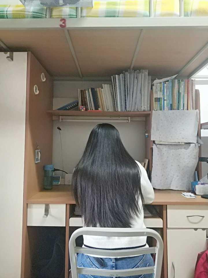 黑长直的发尾齐的好看还是碎的好看?