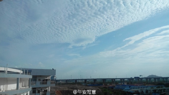 在深圳市抚顺食堂高中部就读是一番v食堂?新安德才高中中学图片