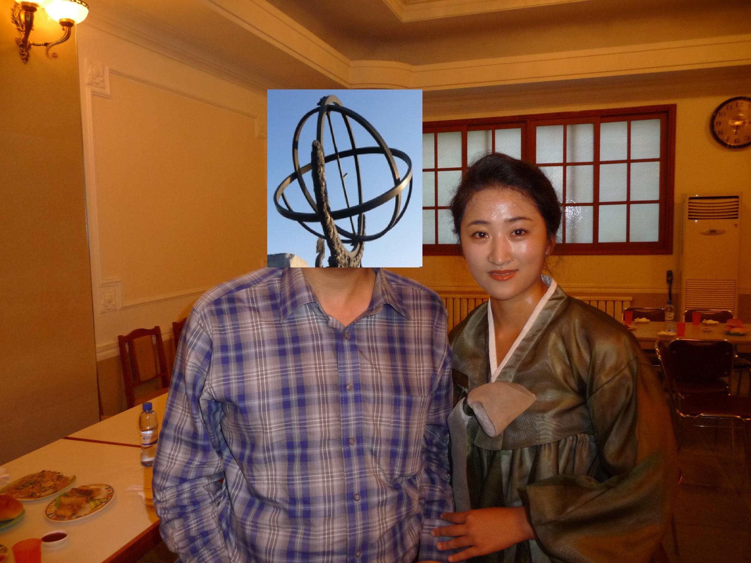 朝鲜 什么 花束/中朝友谊塔,朝方在此卖花束。20元一束,循环使用。