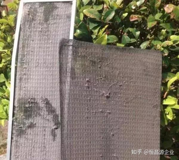 出风口的面板是嵌入式的,很容易就可以进行手动拆卸.图片