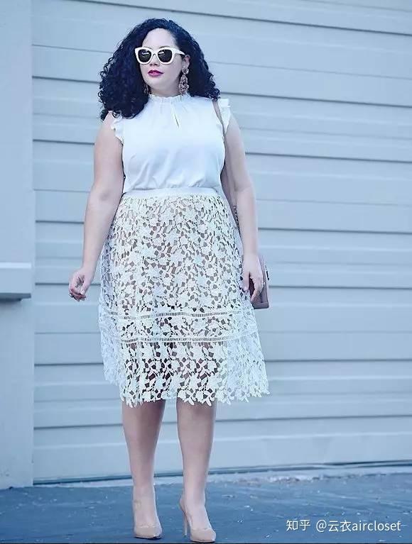 X腿型的女生穿A字裙不很难看?护着女生走路男生图片