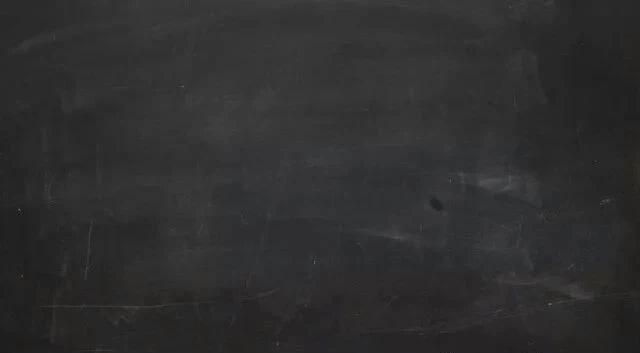 首先,打开ps导入一张黑板素材图片,为了让效果更贴切