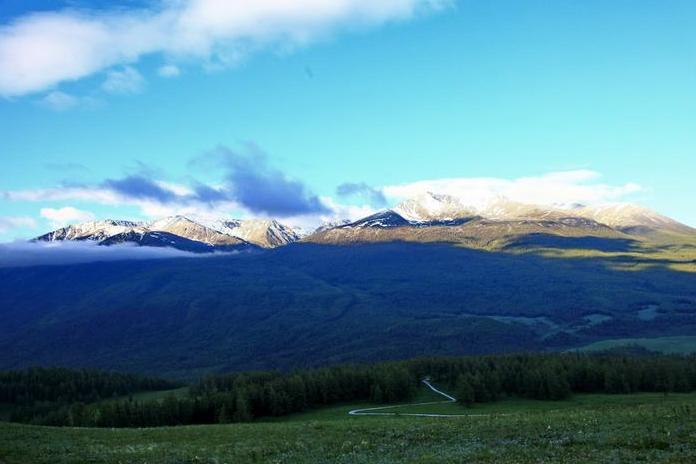 目前最想去的地方是新疆,风景美的没话说