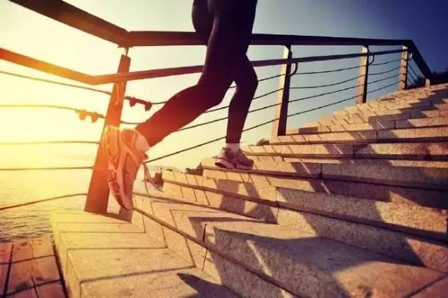 由于长跑导致跟腱或膝盖疼痛,该如何调整?