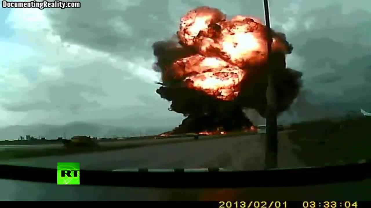 世贸大厦倒塌原因_为什么汽车和飞机坠毁后会爆炸 ? - 知乎