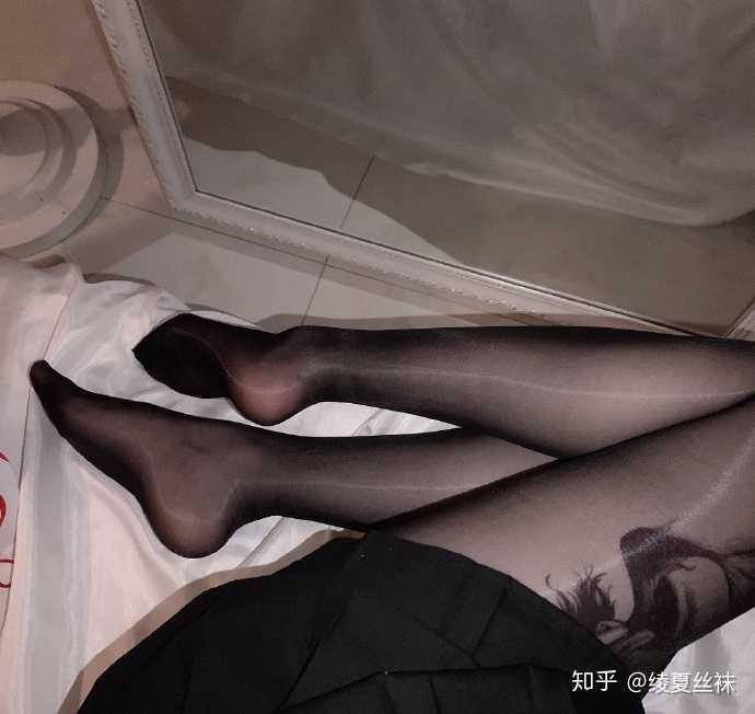 女生喜欢穿肉色丝袜还是黑丝袜?20