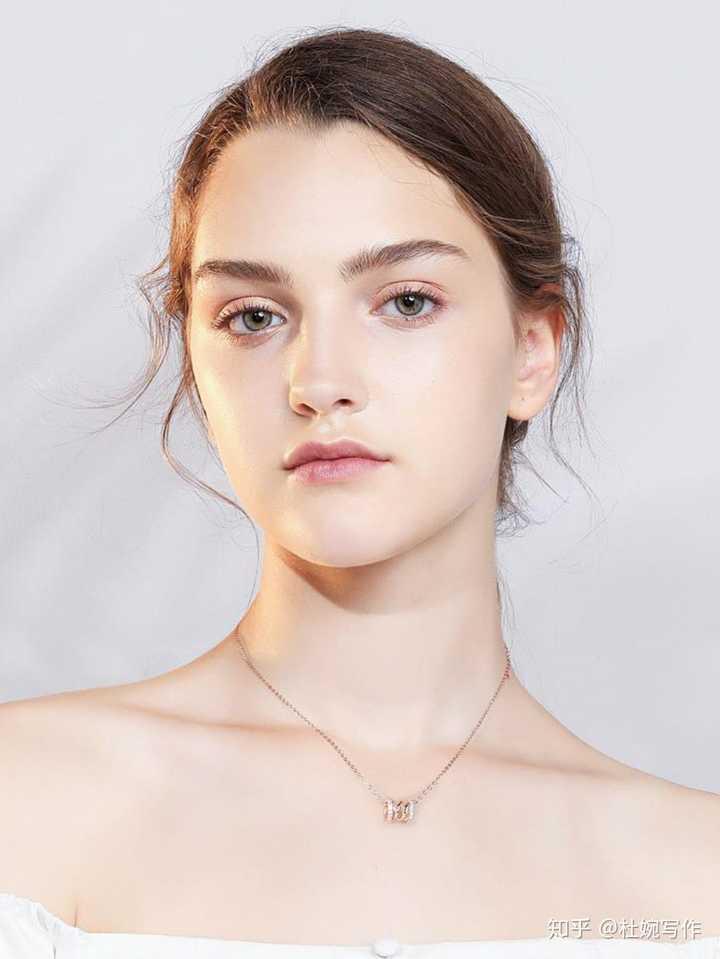 Vana项链和施华洛世奇的项链谁的性价比更高?
