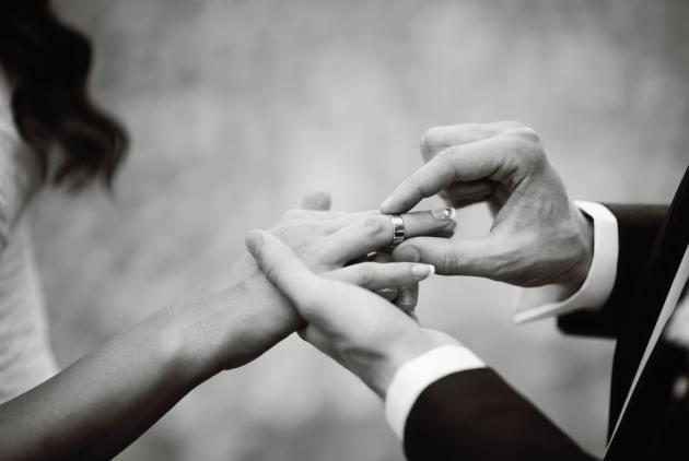 是什么维系着婚姻,又是什么导致婚姻的破裂-拥抱每一刻花火|