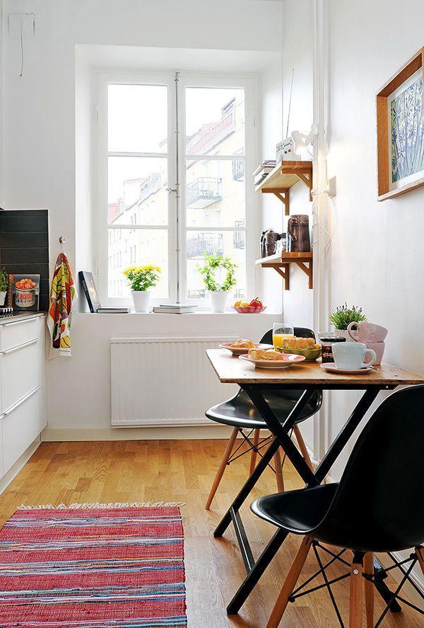 如何利用折叠桌椅挤出迷你餐厅