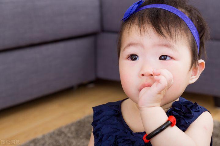 宝宝喜欢吮手指有哪些影响(小孩喜欢吮指是什么原因)插图(4)