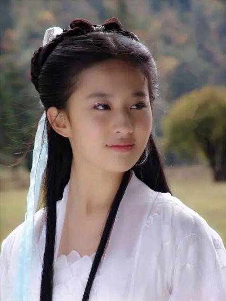是谁在侮辱中国女孩的「性感」审美?14