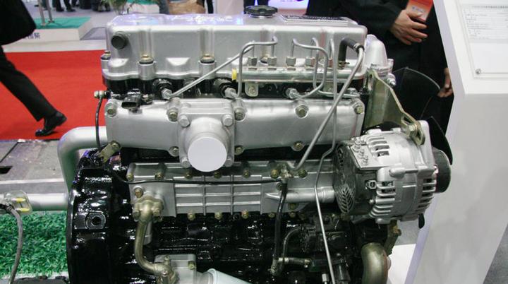 东风多利卡朝柴发动机产品图片