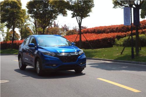 行走在城市丛林的蓝色精灵——试驾广汽本田缤智1.5L