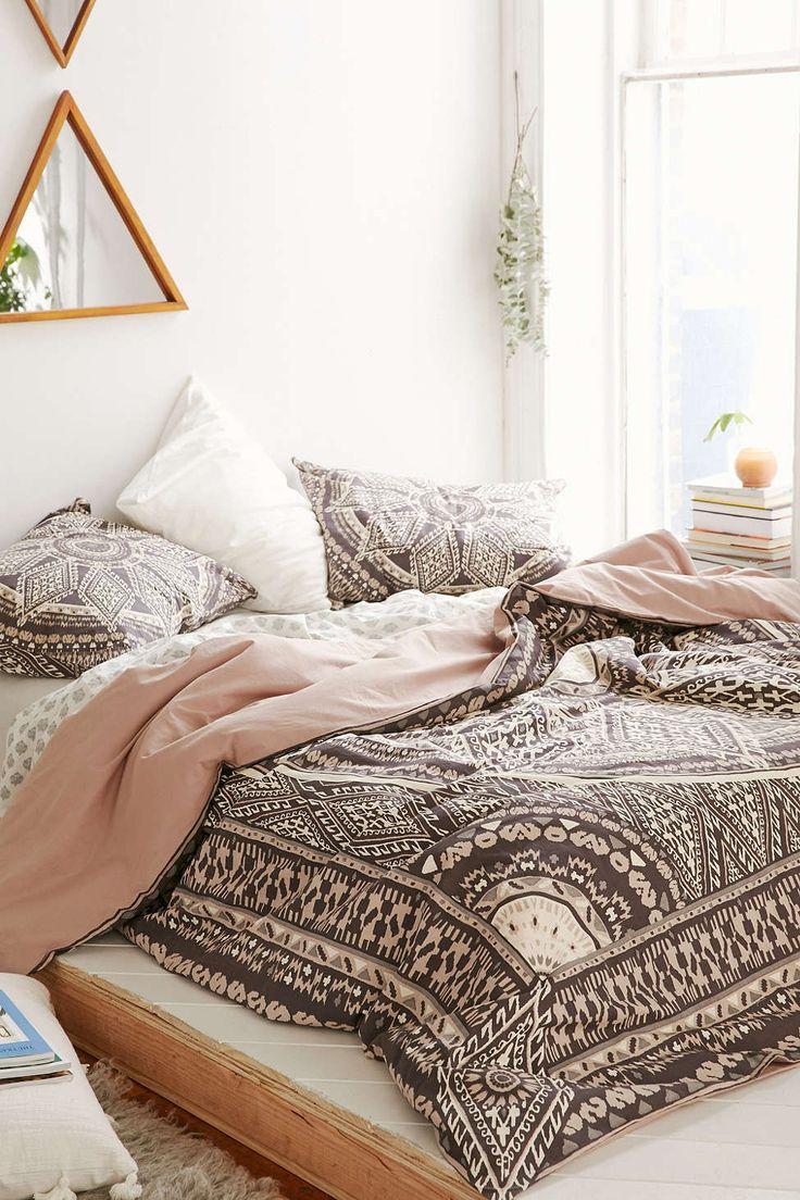带着幸福感入睡——除了挂婚纱照,卧室床头还可以这么装