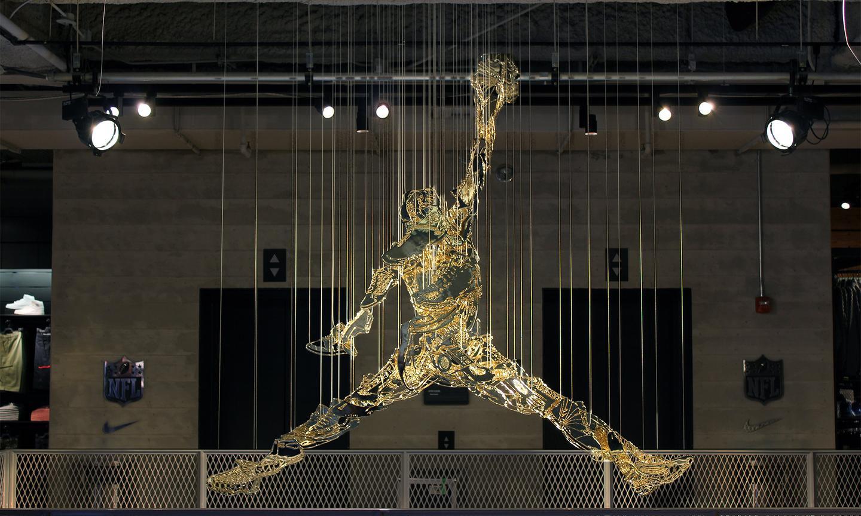 能和 Nike 保持长期合作的艺术家,到底有多厉害?!