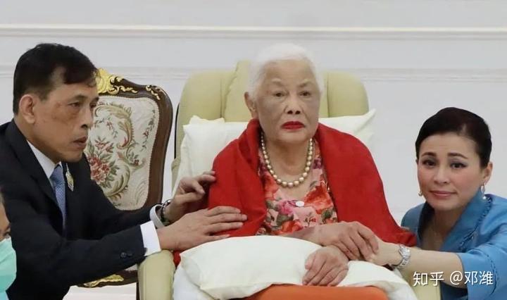 泰国王太后88岁生日,和老国王相爱相杀,无底线溺爱儿子