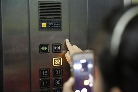 上海推广小区电梯人脸识别 广告置换模式与隐私保护引争议
