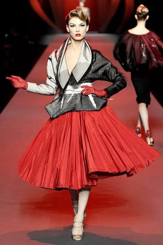 如何评价 John Galliano 在 Dior 时期的作品?