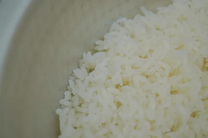 跟广东师傅学做煲仔饭,从淘米开始都是知识点