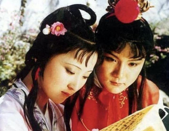 我见过爱情最好的样子 是跟你坐在一起看小黄书