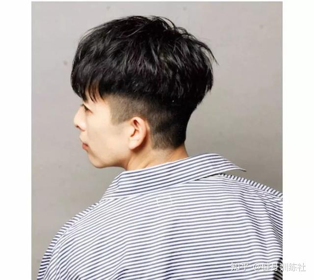 短发发型_发际线高的男生适合什么发型?拯救你那越走越远的发际线! - 知乎