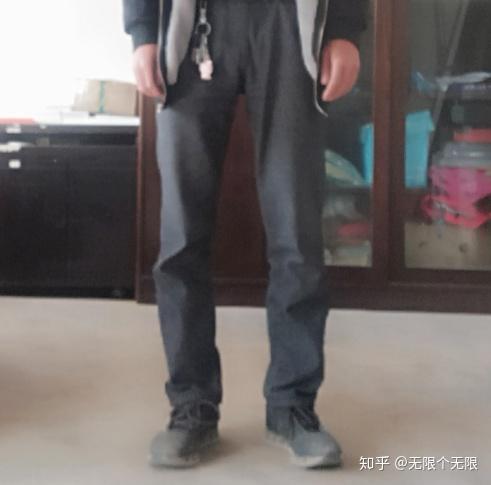 男生腿弯穿什么裤子_o型腿怎么选裤子?什么材质,裤型? - 知乎