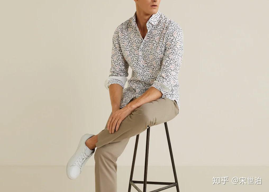 白色t恤配蓝色裤子_男人夏季长裤,烂大街的卡其裤怎么穿出高级感? - 知乎