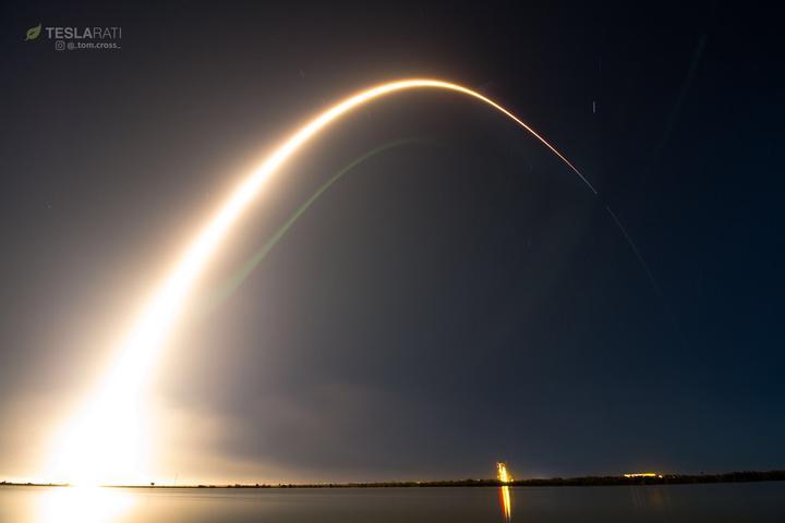 SpaceX将一颗公交车大的卫星,成功送到3.6万公里轨道