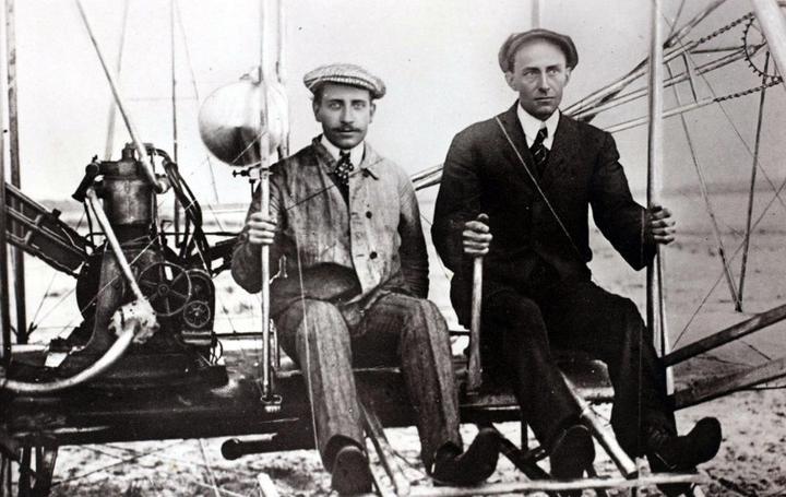 为什么说发明了飞机的莱特兄弟,反而坑了美国航空发展?