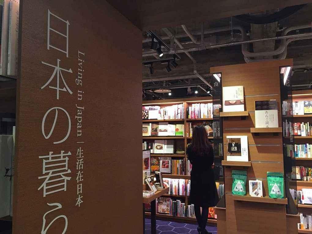 为什么中国和日本的学生,都喜欢去别人家的机场看书?
