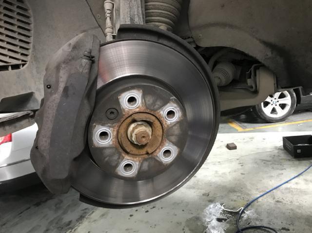 刹车盘生锈、磨损不平有沟槽会影响刹车性能吗?