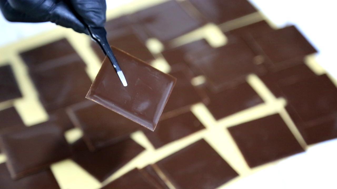 黑巧克力调温:对不起,看一遍学不会的,得练巧克力
