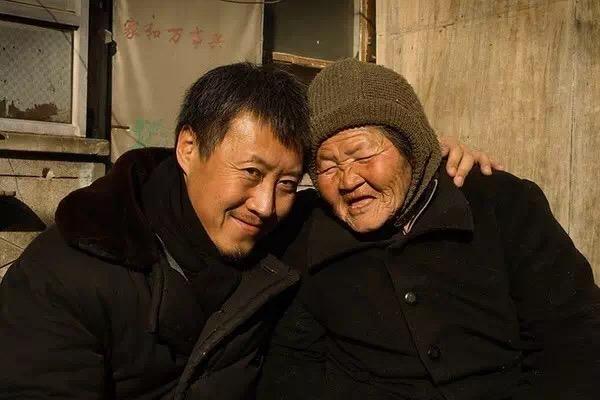 在他的纪录片里,我们能看到中国最底层民众真实的面孔