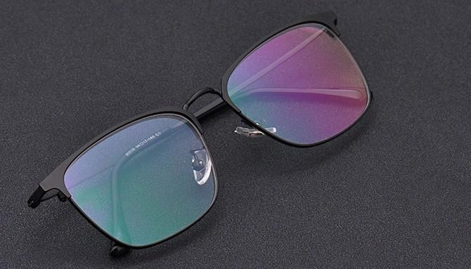 成都配眼镜小知识:近视了不戴眼镜有什么危害?