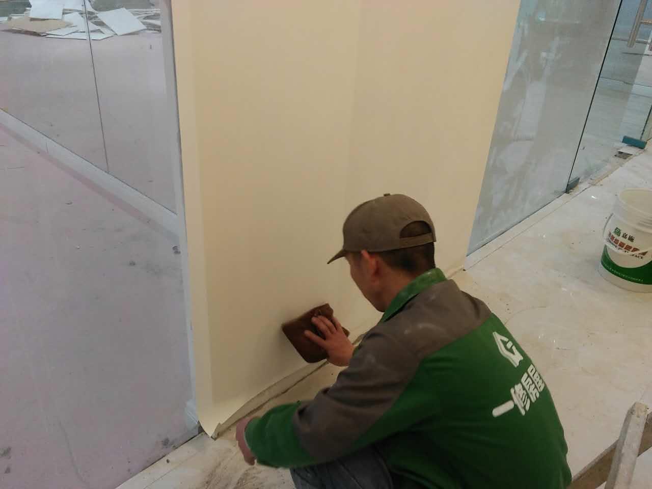墙面直接刷涂料_旧房墙面贴墙纸怎么处理?这点不注意,小心墙纸起泡脱落 - 知乎