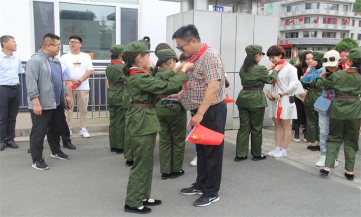 敦化市蓝天志愿者协会在敦化市雷锋小学开展学雷锋,爱心助学活动