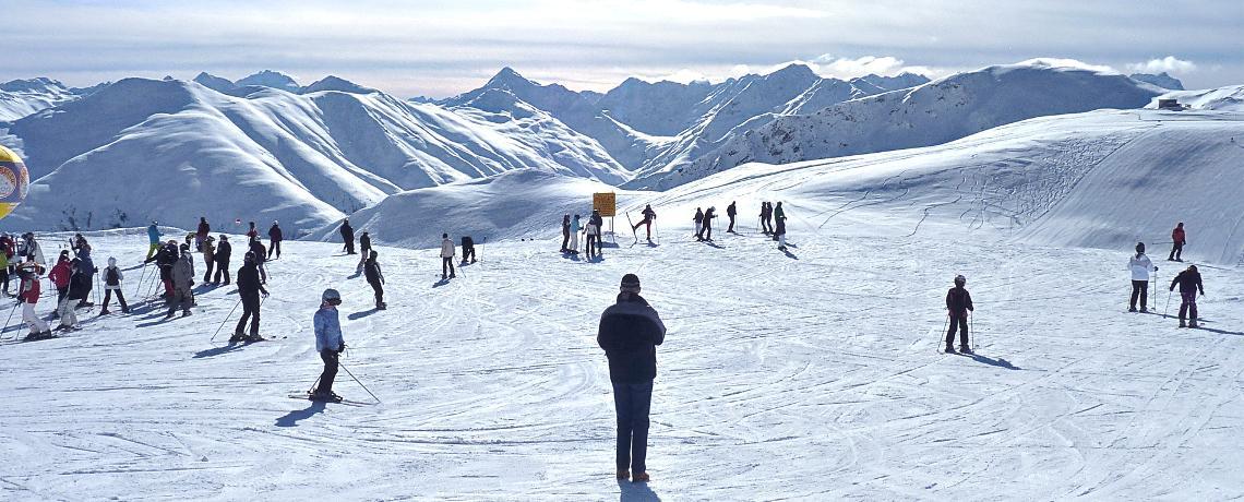 中国会出现世界级滑雪场吗?——百万人次滑雪度假区比较分析