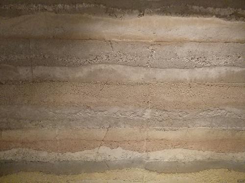 固化剂夯土墙技术_现代夯土墙和农村土坯墙有什么区别,实用性怎么样? - 知乎